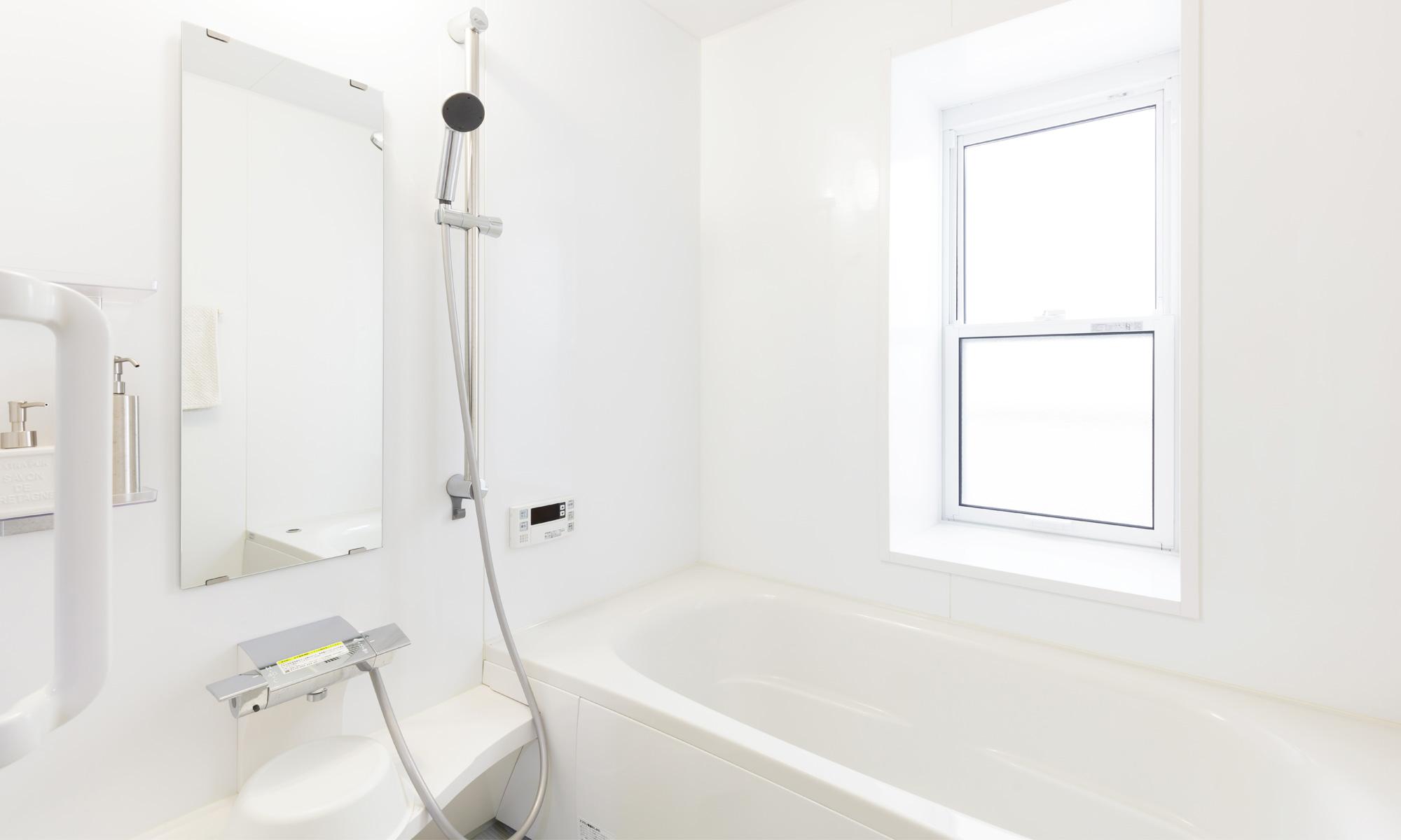 浴室の水垢や換気扇の汚れをクリーニング
